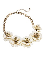 Oasis Chunky Cream Flower Necklace