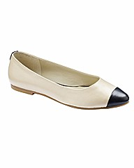 Jeffrey & Paula Flat Pointy Pumps E Fit