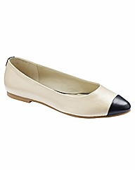 Jeffrey & Paula Flat Pointy Pump EEE Fit