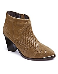 Woven Leather Boots E Fit