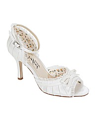 Perfect Carole Bow Trim Sandal