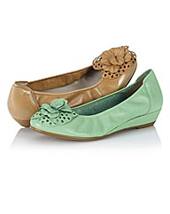 Sabrinas Flower Trim Low Wedges