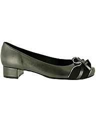 Riva Paca Court Shoe