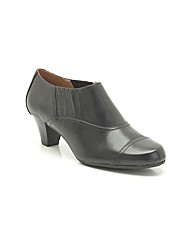 Clarks Fearne Spruce Shoes Wide Fit