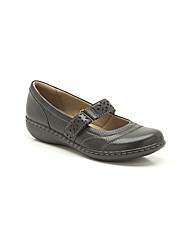 Clarks Womens Embrace Lux Standard Fit