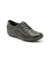 Clarks Womens Embrace Brook Standard Fit
