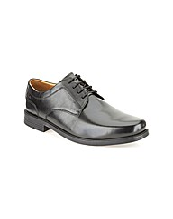 Clarks Beeston Walk Shoes