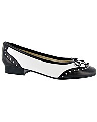Riva Brogue Black/White Ballerina