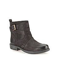 Clarks Womens Merryn Trail Standard Fit