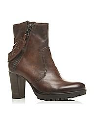 Moda in Pelle Curley Short Boots