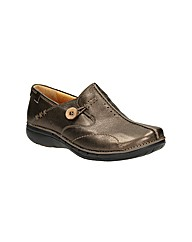 Clarks Womens Un Loop Standard Fit