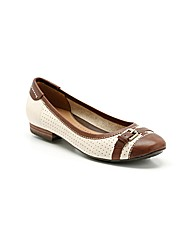 Clarks Womens Henderson Fun Wide Fit