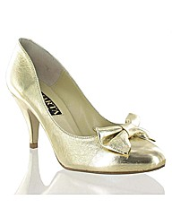 Marta Jonsson Metallic Court with a Bow